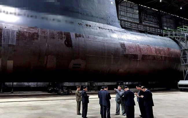 КНДР готовит спуск подводной лодки с баллистическими ракетами, - NHK