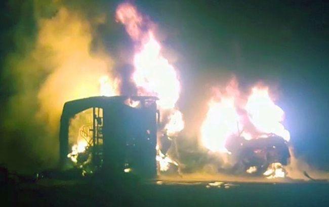 В Пакистане столкнулись автобус с автоцистерной, погибли 27 человек
