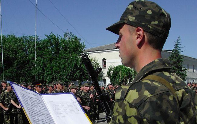 Фото: у 2016 році близько 43 тисяч військовослужбовців підписали контракт з ЗСУ