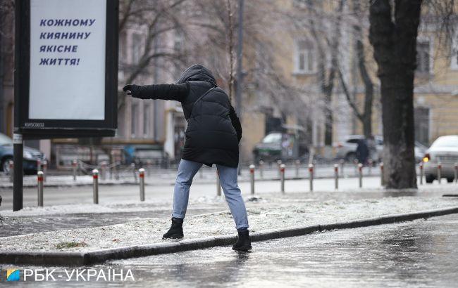 Гололед на улице: как правильно передвигаться и уберечься от травм