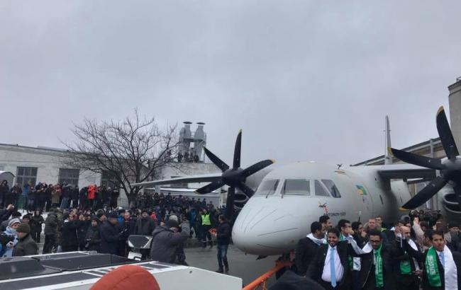 Появилось видео из кабины нового украинского самолета АН-132D