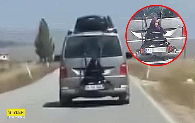 Опасные развлечения: отец привязал дочь к багажнику и катал по трассе