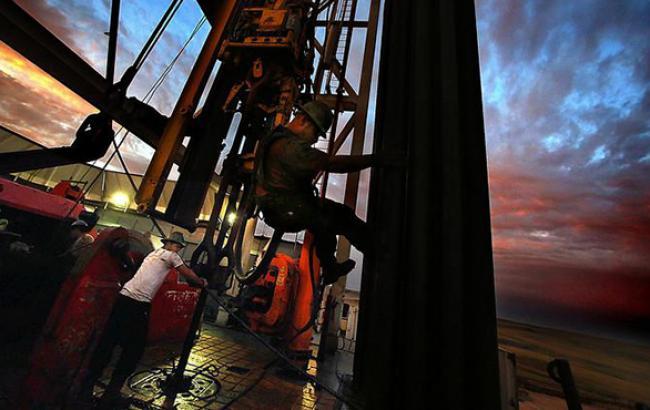 Ціна нафти Brent тримається на рівні вище 48 дол. за барель