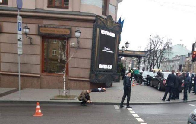 У центрі Києва з автоматів розстріляли двох людей
