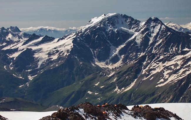 На Эльбрусе обнаружили тела троих украинских альпинистов, пропавших 13 лет назад