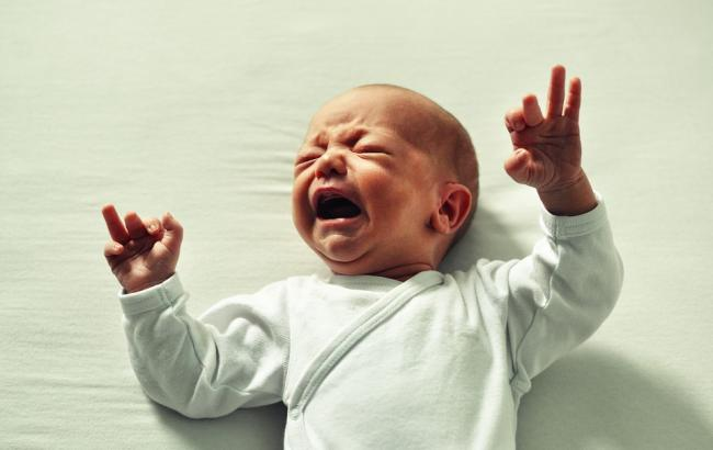 В Тернополе шестилетнего ребенка оставили одного с новорожденным малышом