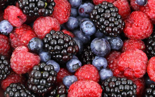 Багато ягід і фруктів може бути дуже небезпечно для здоров'я: лікар попередила про наслідки