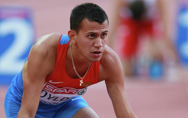 Російський бігун, покараний за допінг, не віддає медаль
