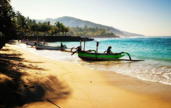 Отели опустели: на Бали пока не пускают туристов