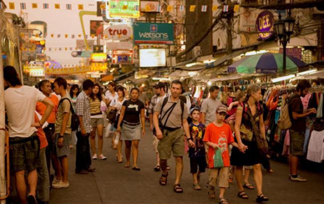 Фото: Іноземні туристи в Бангкоку (twitter.com)