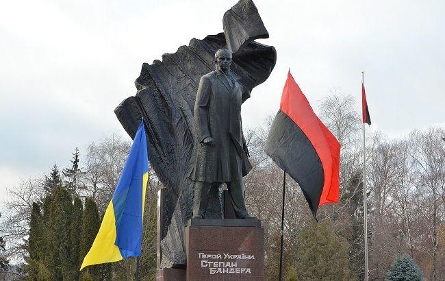 Памятник Бандере на границе Украины и РФ довел россиян до бешенства