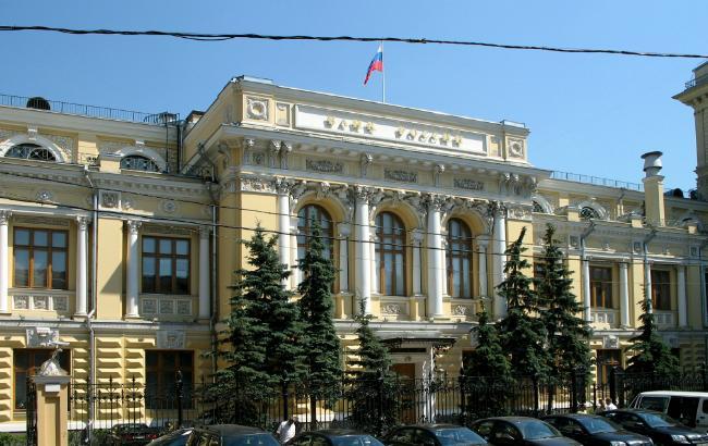 У Росії офіційний курс долара вперше в історії піднявся вище 72 рублів