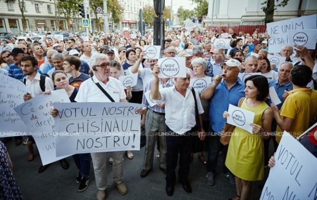 В Кишиневе продолжаются протесты против отмены результатов выборов