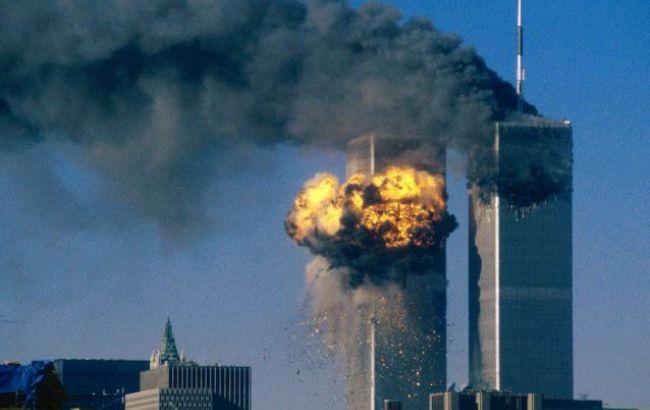 Фото: вежі-близнюки під час атаки 11 вересня