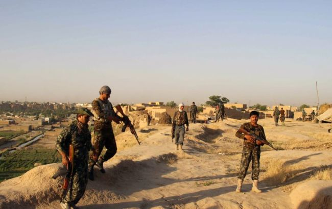 Фото: афганські військові опинилися в оточенні талібів