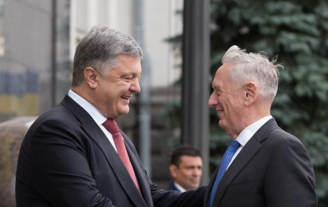 Порошенко начал встречу с главой Пентагона Мэттисом