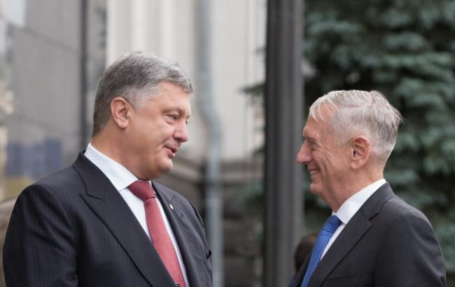 Порошенко обсудил с Мэттисом развертывание миротворцев ООН на Донбассе