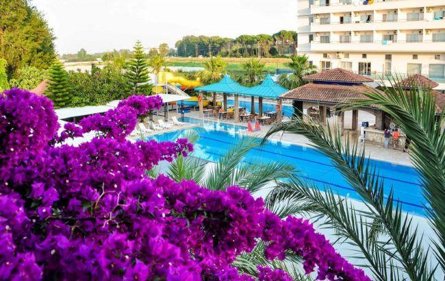 Тури дорожчають, рейси скасовують: чи варто планувати відпочинок на курортах Туреччини у вересні