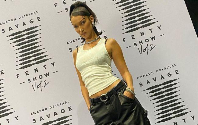 Штани-оверсайз і кроп-топ: Белла Хадід в стильному вбранні похвалилася спортивною фігурою