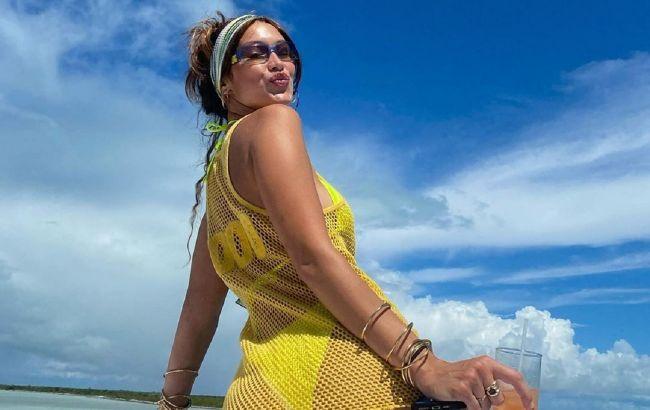 Сочный персик: Белла Хадид показала крупным планом аппетитные формы в смелом бикини