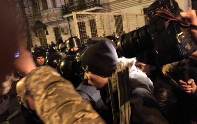 Часть митингующих под АПУ пыталась прорваться на Майдан Независимости