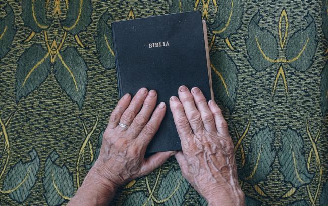 Фото: Пожилая женщина резко поставила на место священника (pixabay.com/Pexels)