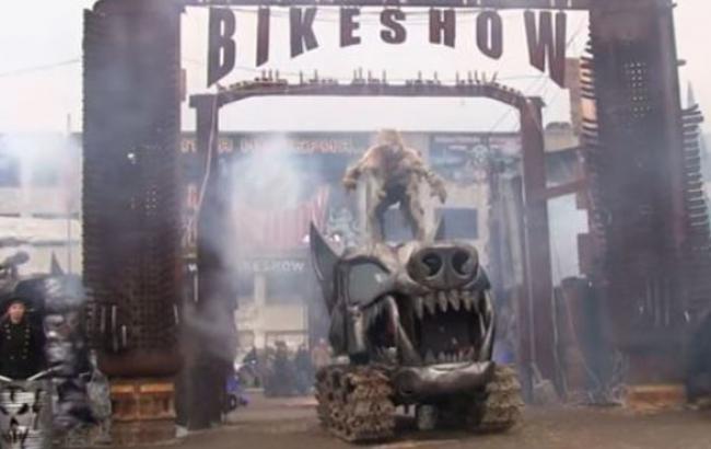 """Фото: Шоу на відкритті парку """"Патріот"""" (twitter.com)"""