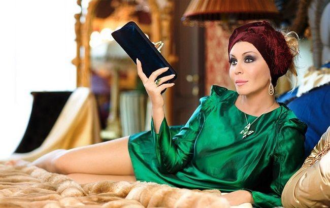 С плеткой и полуобнаженными красавцами: Ирина Билык ошарашила сеть горячим фото