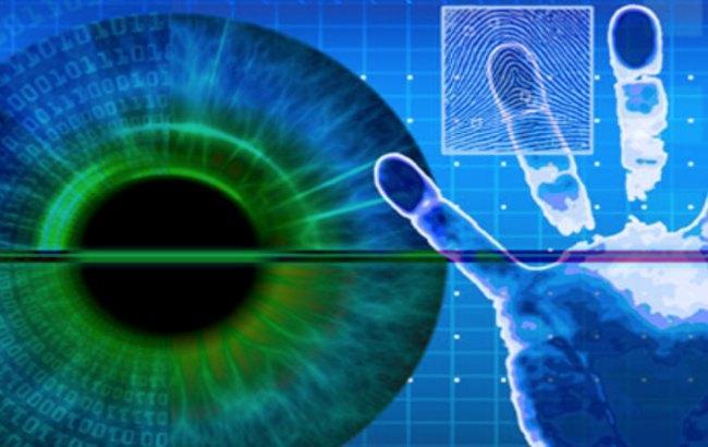 Фото: кіберзлочинці навчаються зчитувати відбитки пальців для отримання доступу до банківських даних