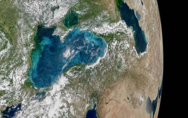 """NASA """"засікло"""" дивне світіння в Чорному морі"""