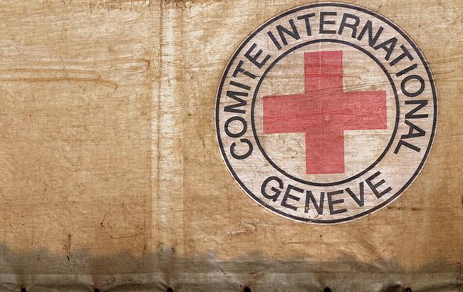 Красный Крест доставил на захваченный Донбасс 7 фургонов сгуманитарной помощью