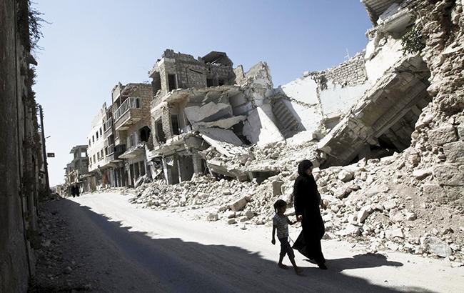 Неменее 800 гражданских лиц погибли при авиаударах коалиции вИраке иСирии