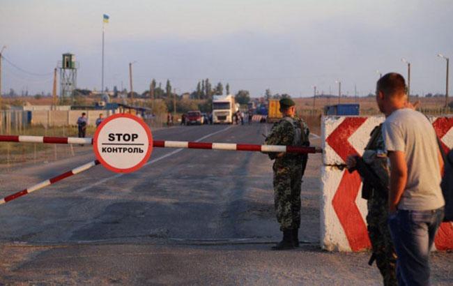 Активісти і кримські татари блокують в'їзди на півострів