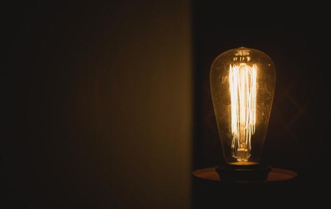 """У Чернівцях мешканці п'ятиповерхівки """"завдяки"""" електрикам боялися зайти у власний будинок"""