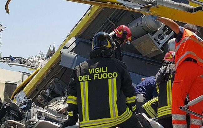 Фото: в Италии растет количество жертв аварии поездов