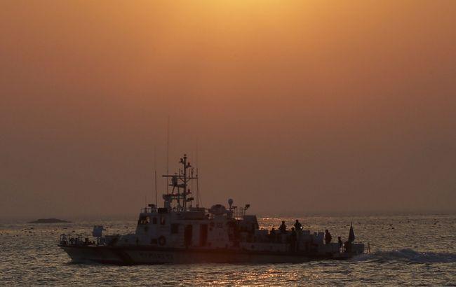 Фото: екіпаж судна був переведений на корабель берегової охорони Республіки Корея