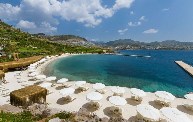 Побережье в плохом состоянии: отели в Турции начали штрафовать за фальшивый песок