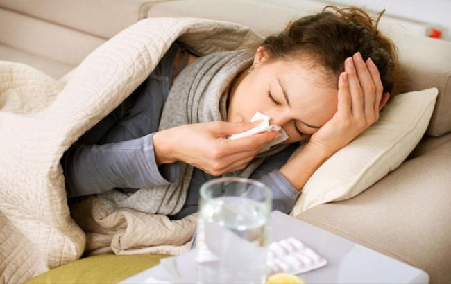 Фото: Медики советуют заболевшим оставаться дома (likar.info)