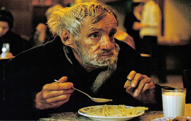 Фото: Волонтеры кормят бездомных (facebook.com)