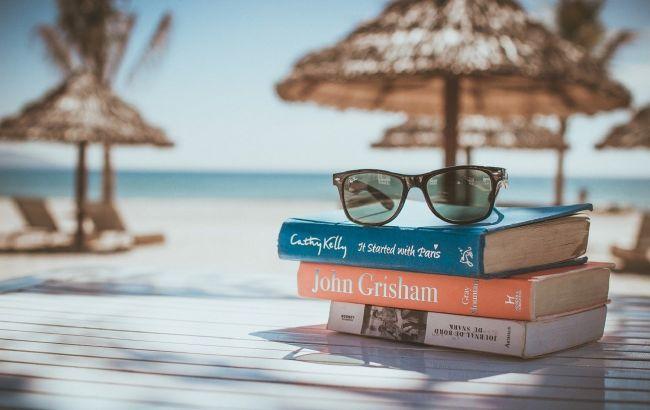 Невероятные тайны и приключения: лучшие книги для летнего отпуска