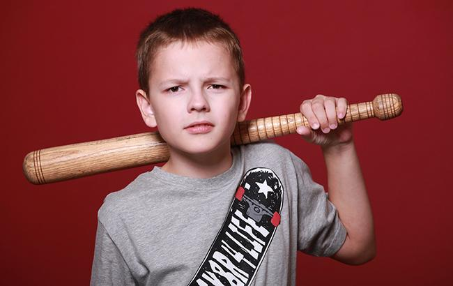 """""""Його провокують"""": батьки хлопчика, який тримає в страху всю школу, не вірять у його вину"""