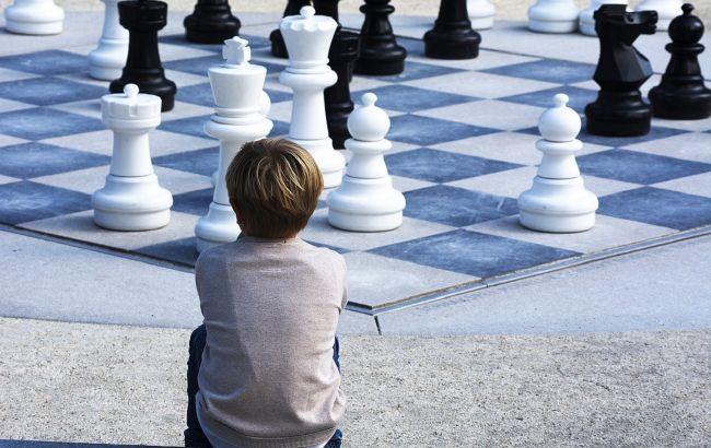 Росіянин обматюкав 8-річного українця, якому програв у шахи: образився на мат пішаком