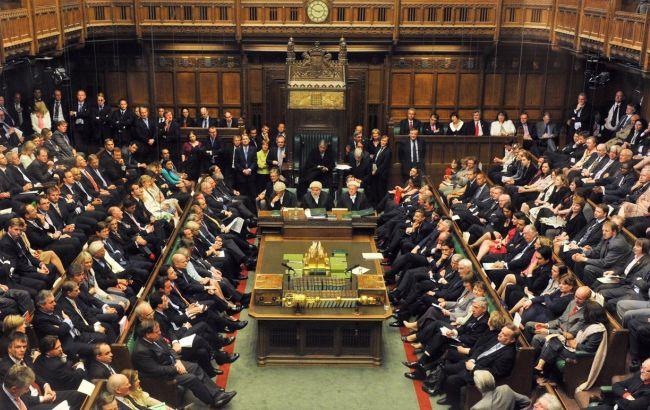 У Британії перед достроковими виборами розпустили парламент