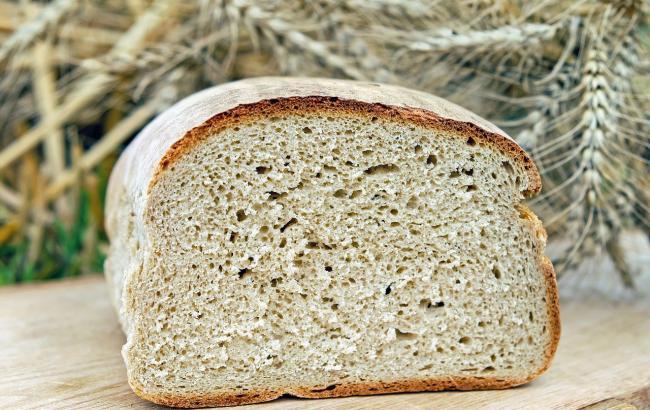 В Одесі в МАФ доставили хліб зі смітника: в мережі обурені