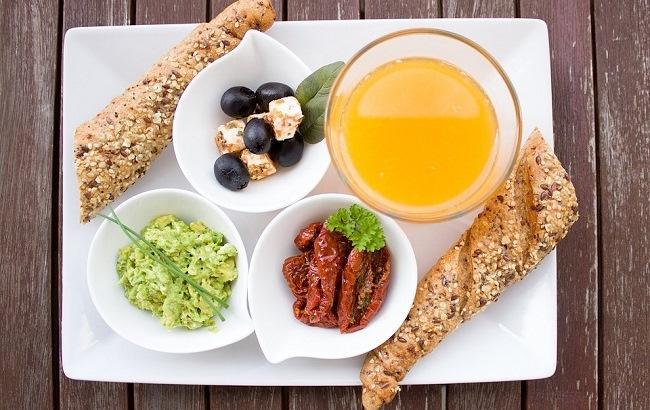 """""""Потрібно ретельно пережовувати"""": дієтолог поділилася основними правилами сніданку"""