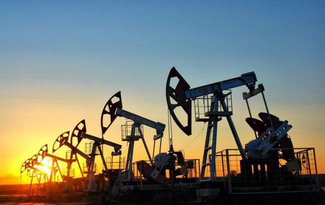 Фото: цена нефти за день уже снизилась более чем на 1%