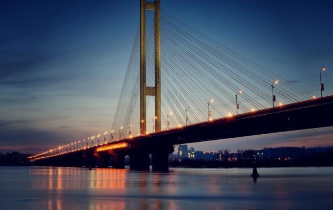 Движение по Южному мосту в Киеве ограничат