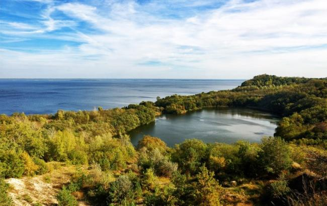 Фото: Озеро Бучак в Каневском районе Черкасской области (moji.com.ua)