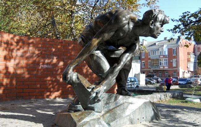 Фото: Памятник представлял собой копию московской скультптуры (vkieve.net)