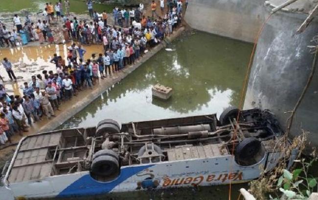 Фото: аварія автобуса в Індії